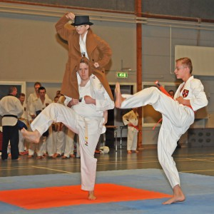 Lukas Viser Den Høje Mand (Jacob Og Christian) Hvordan Man Træner Taekwondo)